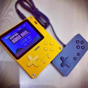超薄游戏机掌机 仿PlayDate 内置千款游戏 NES SFC SMD GBA GBC FBA 支持六大模拟器